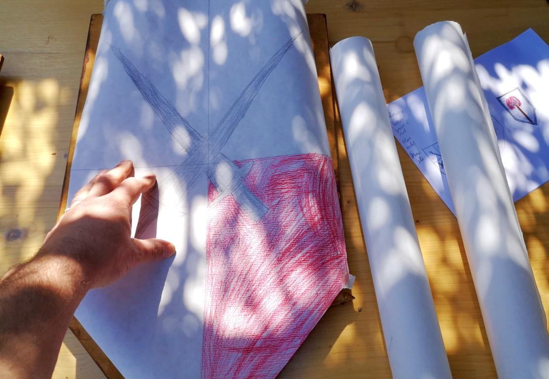 Schablonen auf das Holz übertragen