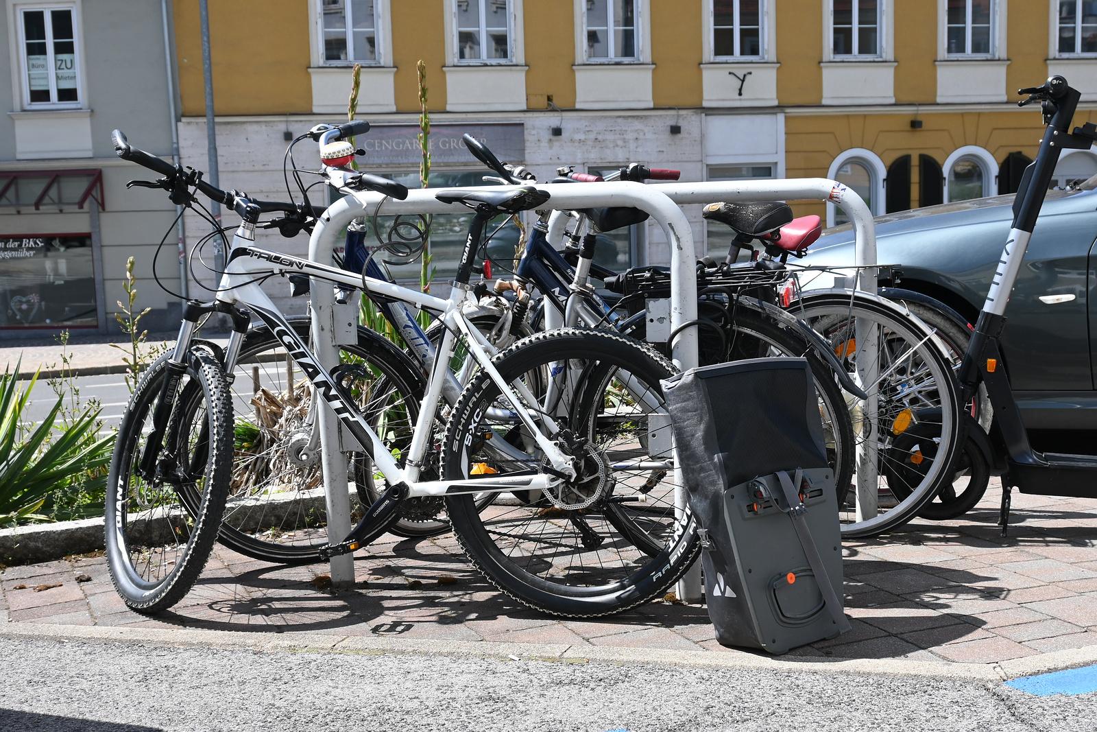 Überfüllter Fahrradständer