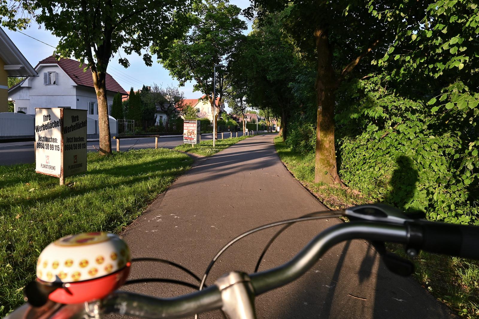 Radweg im Abendlicht
