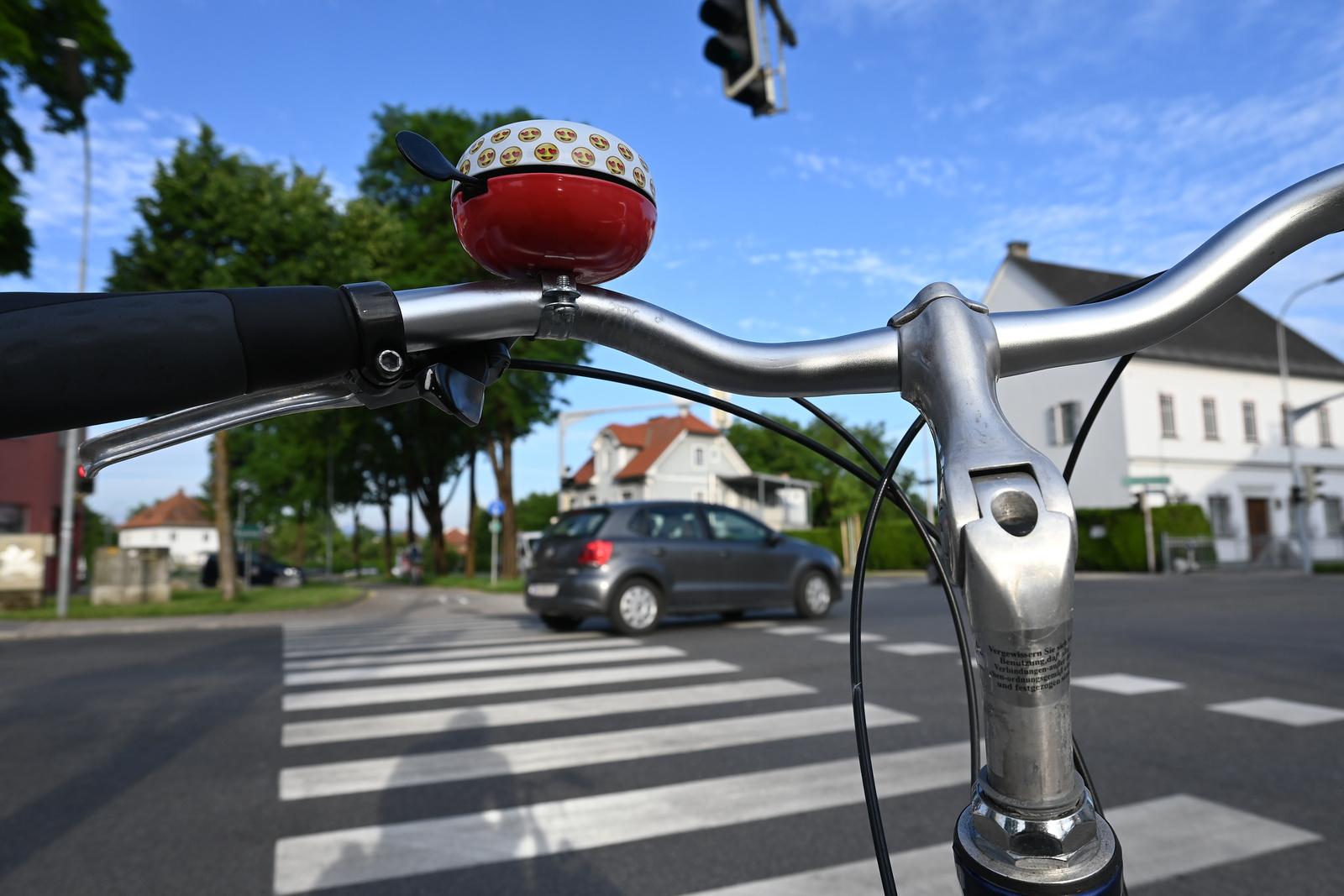 Fahrrad an der Kreuzung