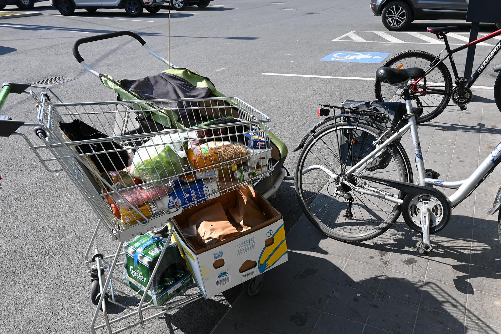 Einkaufen mit dem Fahrradanhänger