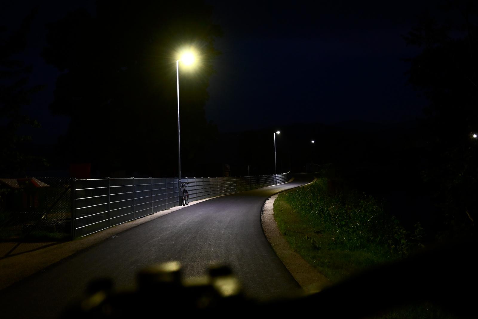 Radweg bei Nacht